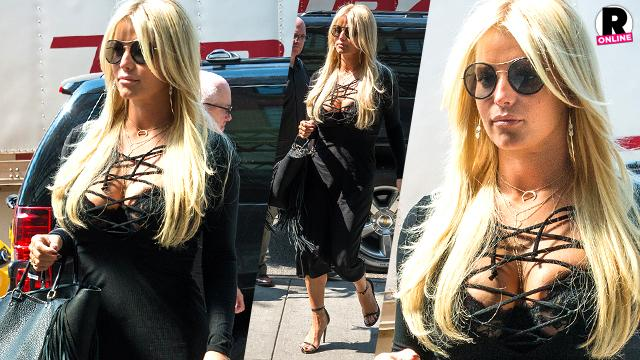 Jessica Simpson Shows Boobs Cleavage In NYC