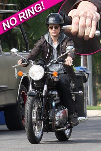 //peter facinelli no ring