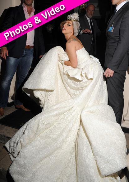 //lady gaga white dress spl