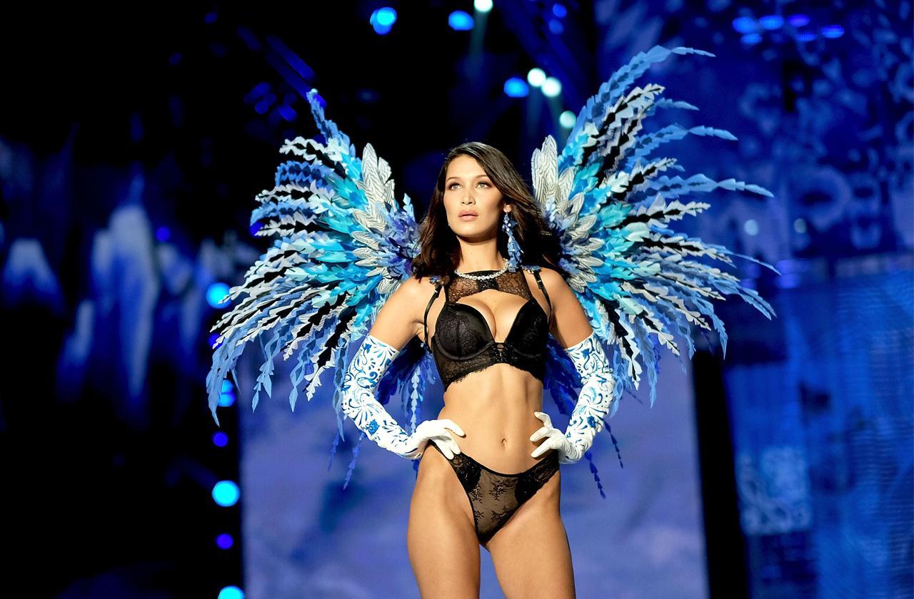 //bella hadid flaunts body in underwear pp