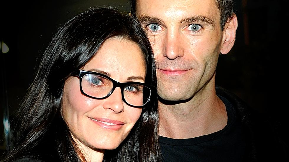 //courteney cox fiance johnny mcdaid getting surrogate mother claim sources pp sl