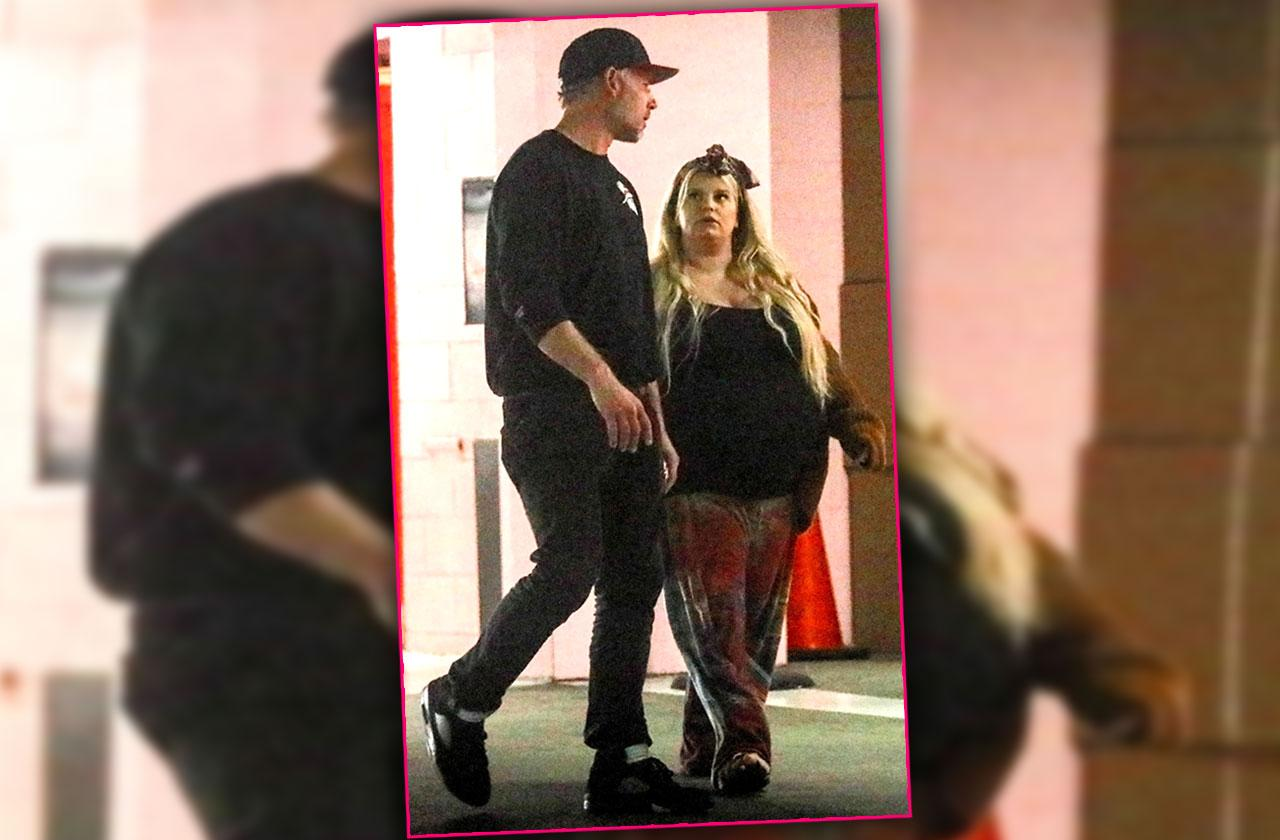 Jessica Simpson Ready To Pop Out Baby Number 3