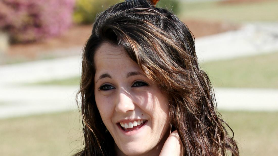 Reality star Jenelle Evans was seen out and about as she sported a red, black and grey flannel long-sleeved shirt.