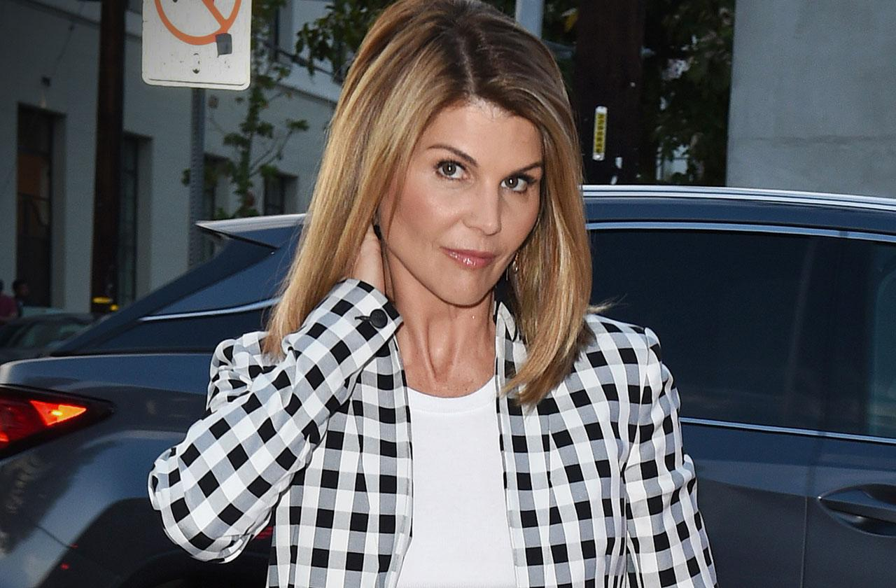 Lori Loughlin Ordered Released Bond College Cheating Scam Los Angeles