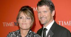 Sarah Palin Ignores Husband Todd's Divorce Filing